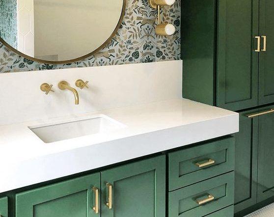 Imagem de banheiro colorido, uma das tendências de decoração em 2020
